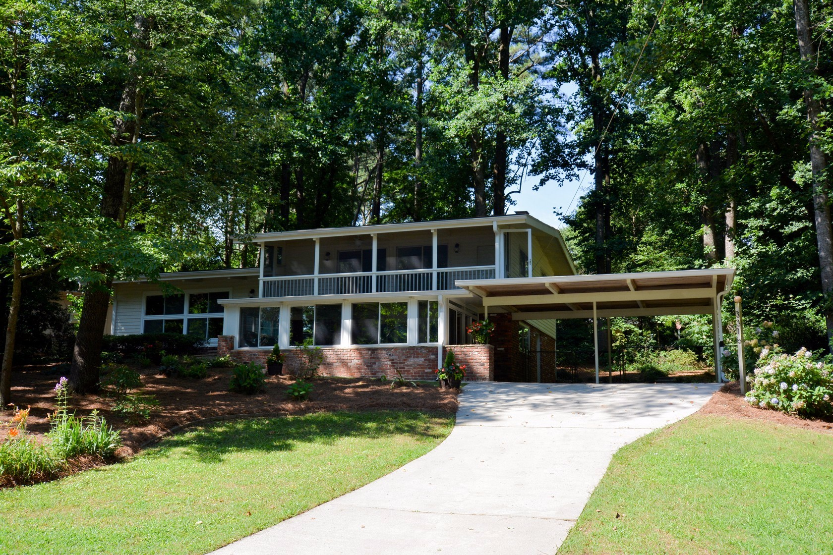Doraville Home For Sale on Lynnray Dr.